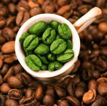 Зеленый кофе в чашке зерна арт
